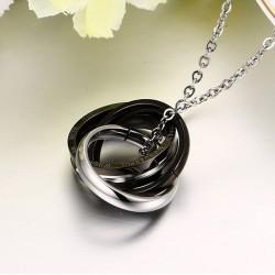 Fashionable interlocked circles - necklace
