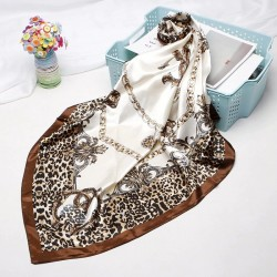 Luxurious scarf with trendy print - silk