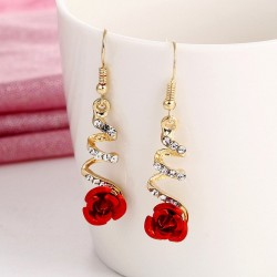 Spiraaloorbellen met rode roos en kristallen - etnische stijl
