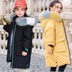 Gepolsterte lange Baumwolljacke - mit bunter Pelzhaube - für Mädchen