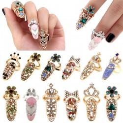 Nail ring with crystals